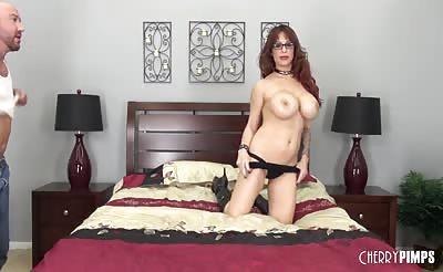 Brunette Pornstar Alyssa Lynn LIVE