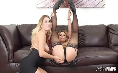 Natalia Starr and Dahlia Sky Lesbian Fucking LIVE