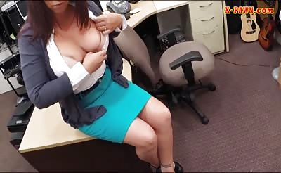 MILF pawns old stuffs and gets screwed at the pawnshop