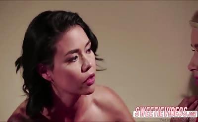 Cutie lesbians Anikka gets pussylick