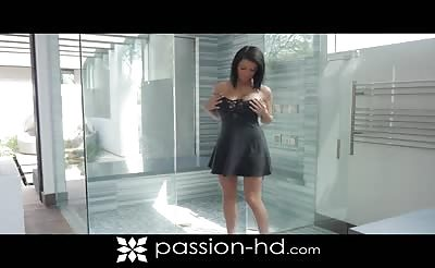 PassionHD - Peta Jensen Smooth & Shaved