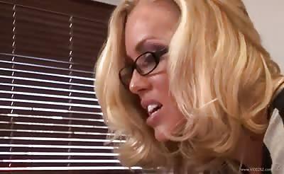 Nicole Aniston fucks in office