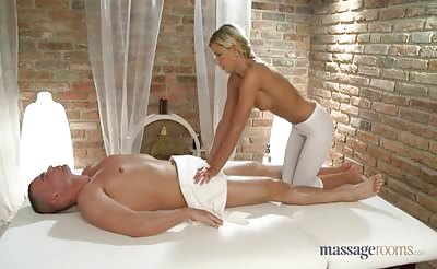 Masseuse Lola Myluv Filled With Cum