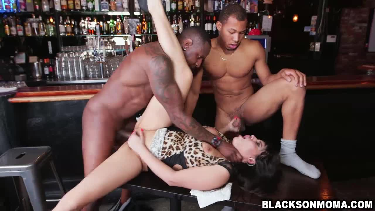 Bartenders hot sex cocktail