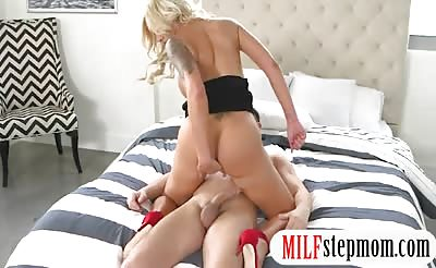 Nina Elle and Naomi Woods hot threesome in the bedroom