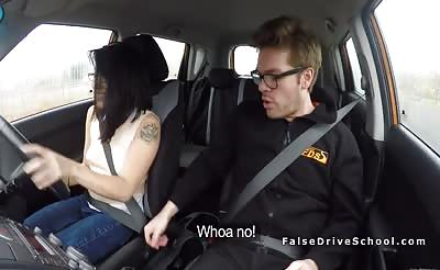 Petite Asian babe bangs instructor in car