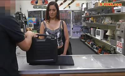 Sexy amateur brunette woman gets nailed at the pawnshop