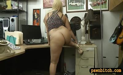 Bubble butt woman drilled by pawn keeper in his office