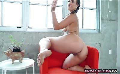Teen slut Kelsi Monroe bounces her big ass while fucking