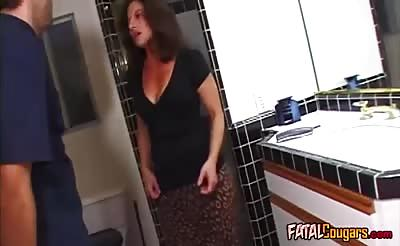 Blowjob from a Brunette cougar