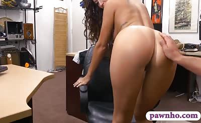 Hottie pusuaded to fuck with pawn dude at the pawnshop