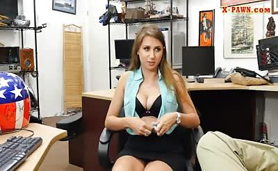 Busty amateur woman gets her pussy screwed at the pawnshop