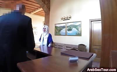 Arab slut bouncing on long schlong in hotel room