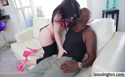 Jennifer White round juicy ass gets an interracial reaming