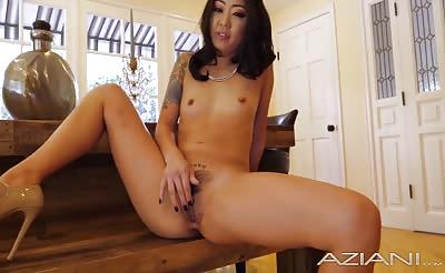 Little Asian Hottie gets all creamy and fucks a glass dildo