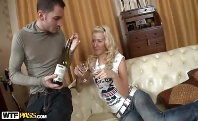 Amateur chick in jeans anal and nub fuck