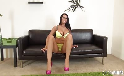 Busty Alexis Grace LIVE and Solo