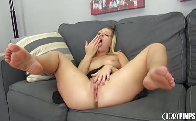 Blonde Starlet Zoey Monroe Masturbating