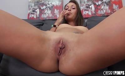 Pornstar Olivia Wilder Fucking her Pussy